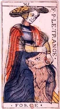 carte de la force au tarot divinatoire