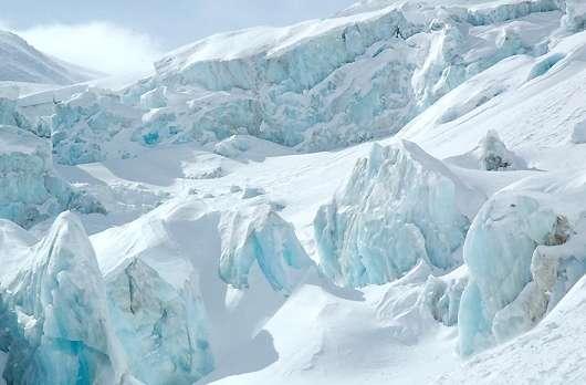 montagne blanche avec neige