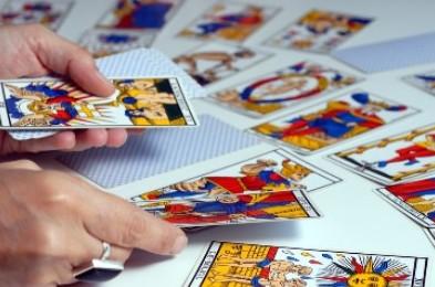 tirage des cartes du tarot divinatoire
